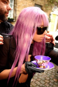lady-gaga-teacup1