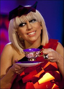 lady-gaga-teacup2